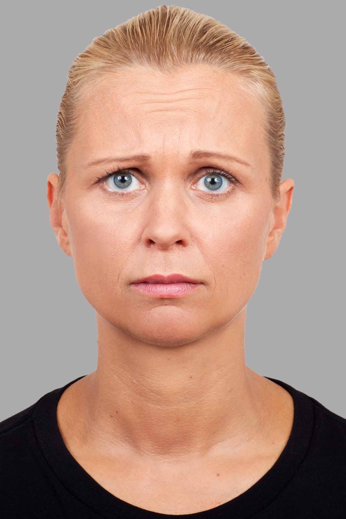 Subtile Expression von Trauer - Hochziehen der Augenbrauen-Innenseiten