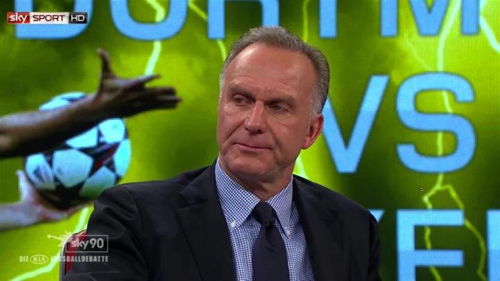 Karl-Heinz Rummenigge presst sein linken Mundwinkel ein - ein Zeichen für Verachtung